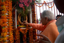 Swamaji arriving at front gate